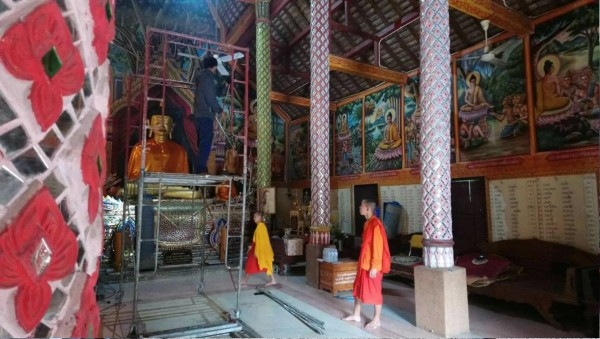 Sunstar donates bricks to rural Buddhist temples to use for temple's building renovation