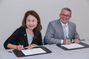 AAP AM16 SIG Signing M Kaneda W Aldredge